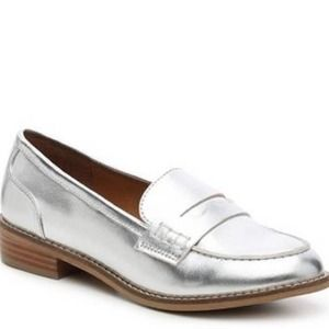 Steve Madden cyylo silver loafers